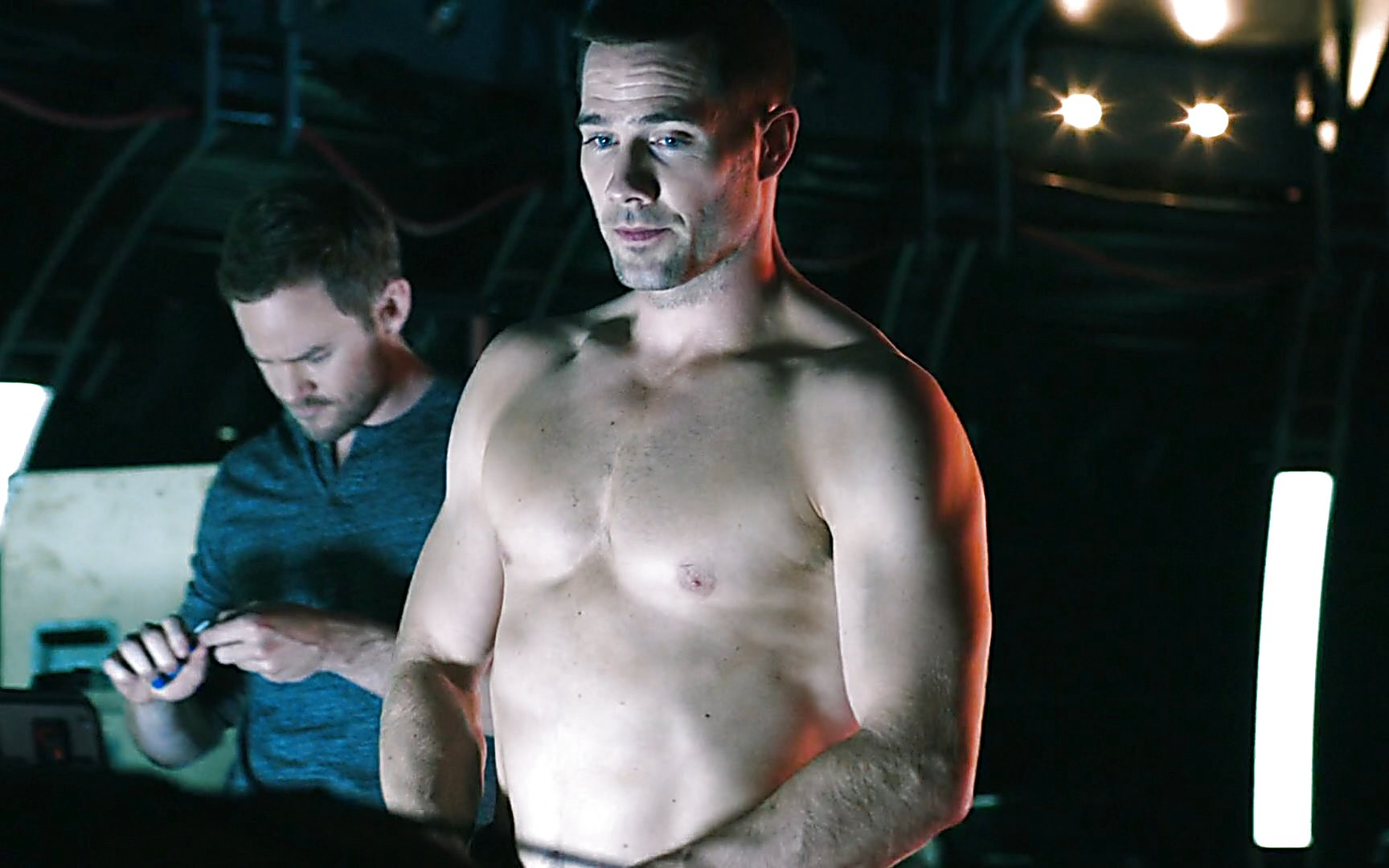 Luke Macfarlane sexy shirtless scene July 18, 2015, 11am