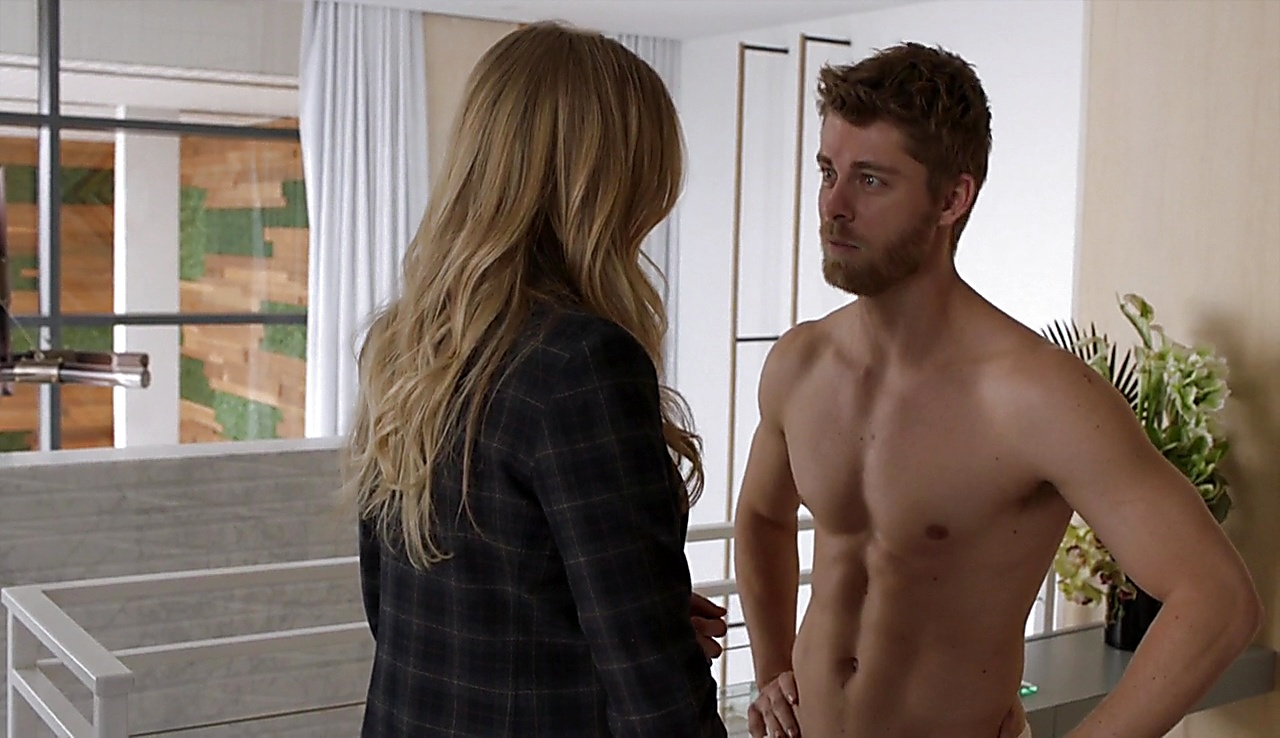 Luke Mitchell sexy shirtless scene April 28, 2018, 12pm