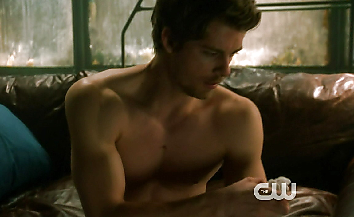 Luke Mitchell sexy shirtless scene February 9, 2014, 12am