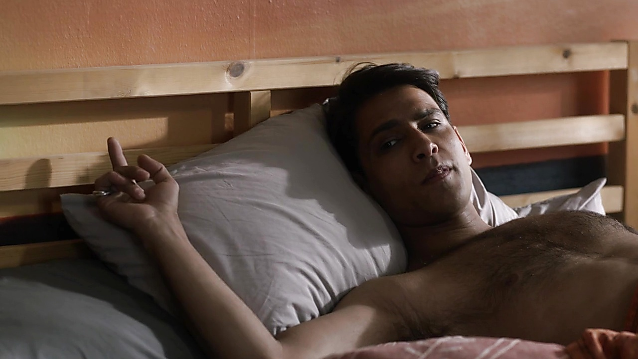 Luke Pasqualino latest sexy shirtless scene September 13, 2018, 12pm