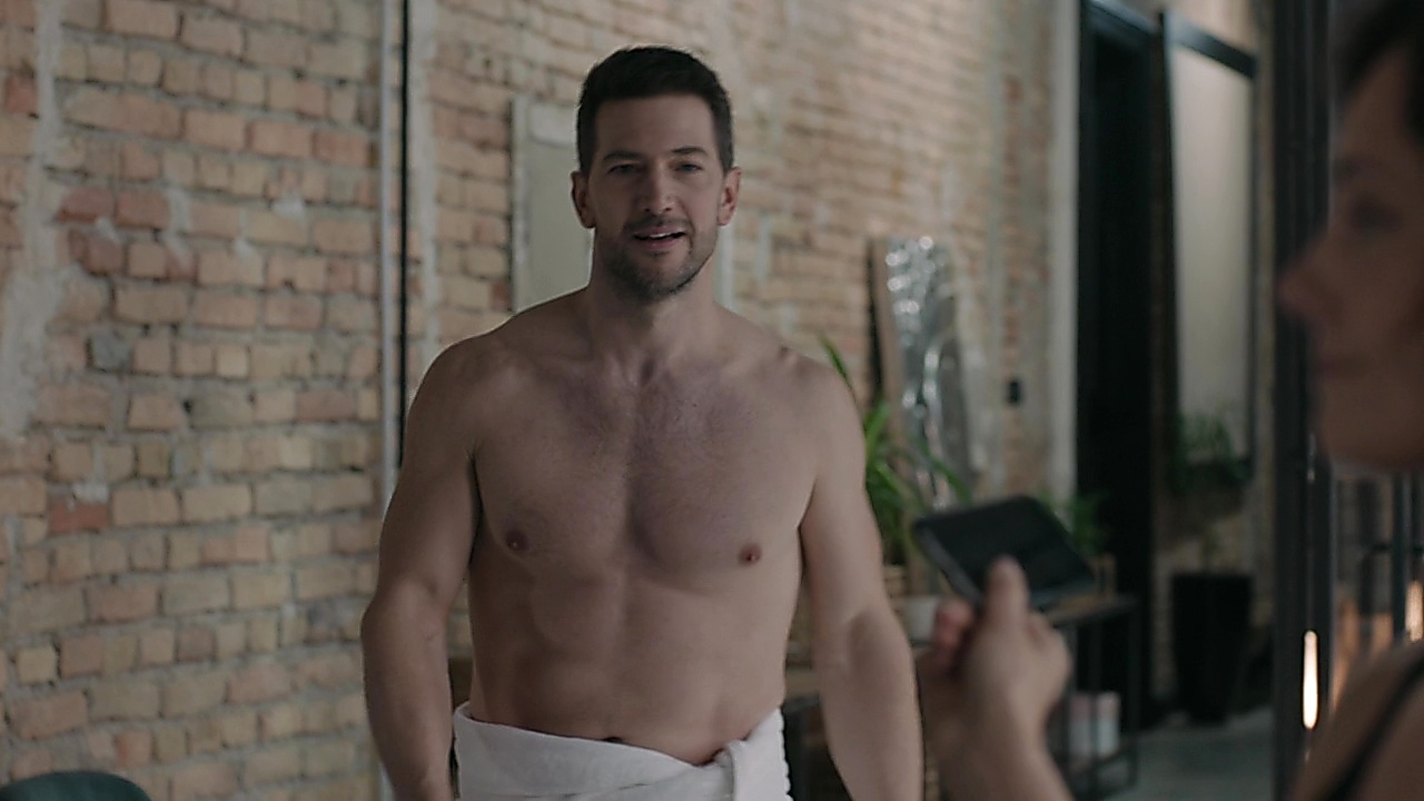 Luke Roberts sexy shirtless scene May 16, 2019, 11am