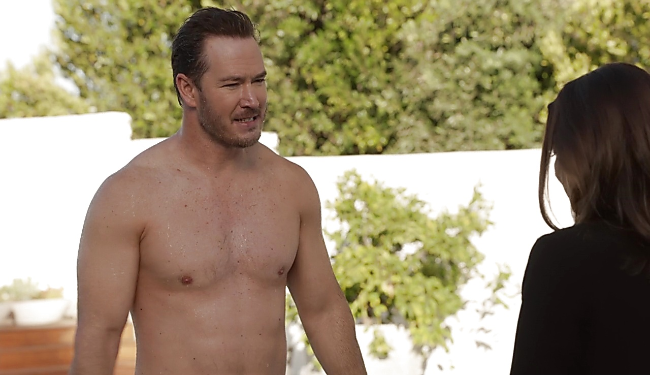 Mark Paul Gosselaar sexy shirtless scene March 30, 2018, 11am