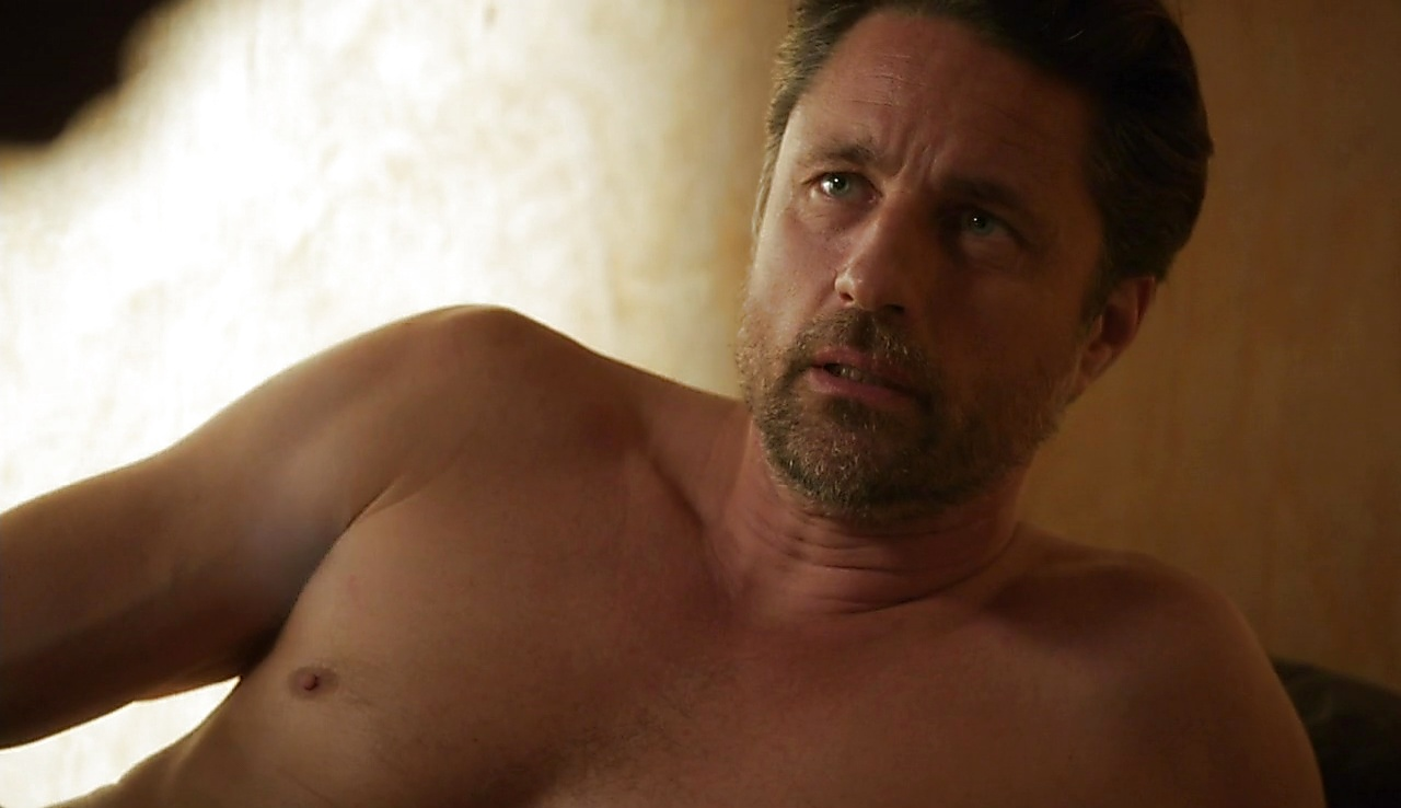 Martin Henderson sexy shirtless scene October 27, 2017, 1pm