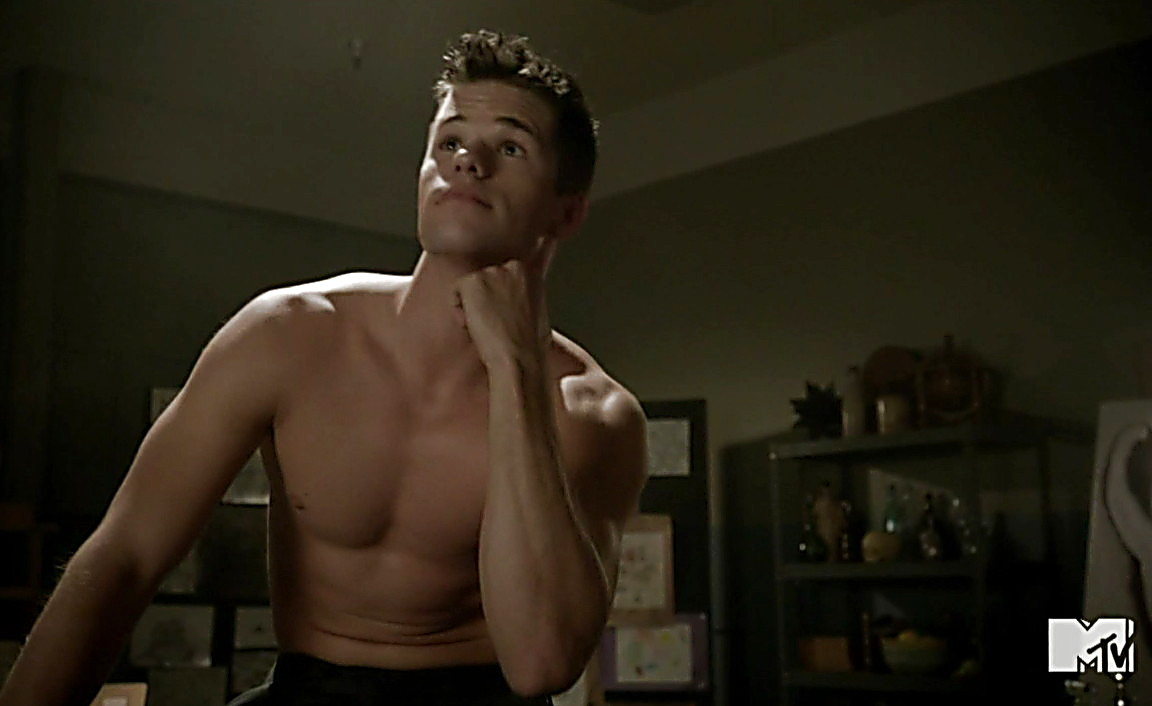 Max Carver sexy shirtless scene February 16, 2014, 7pm