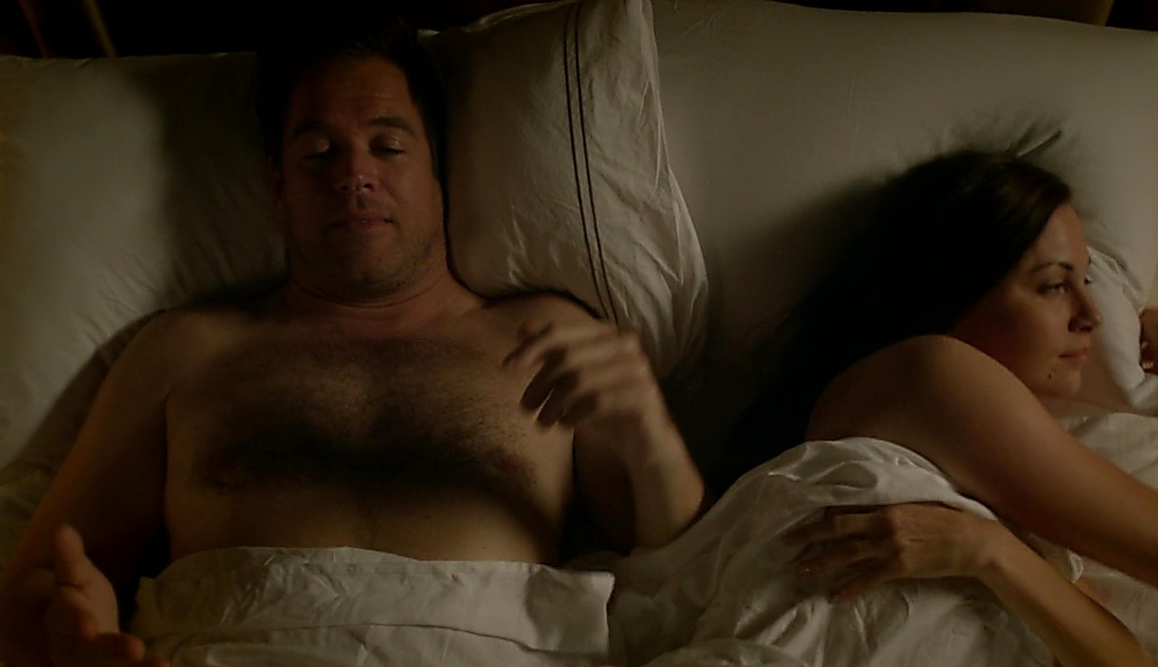 Michael Weatherly latest sexy shirtless scene September 27, 2017, 9am