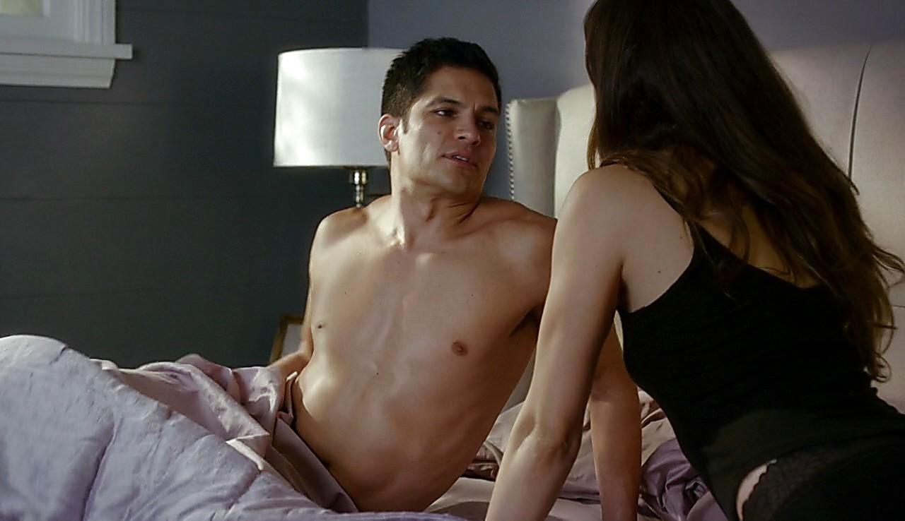 Nicholas Gonzalez sexy shirtless scene May 11, 2017, 12pm