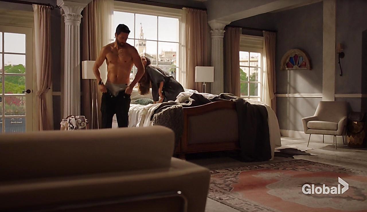 Noah Mills sexy shirtless scene October 31, 2017, 10am