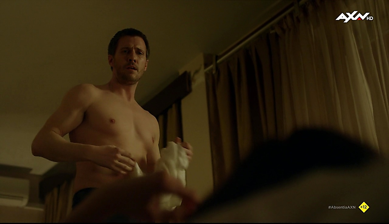 Patrick Heusinger latest sexy shirtless scene October 10, 2017, 12pm