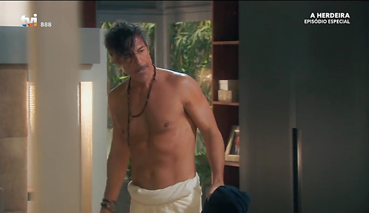Paulo Pires sexy shirtless scene April 10, 2018, 1pm