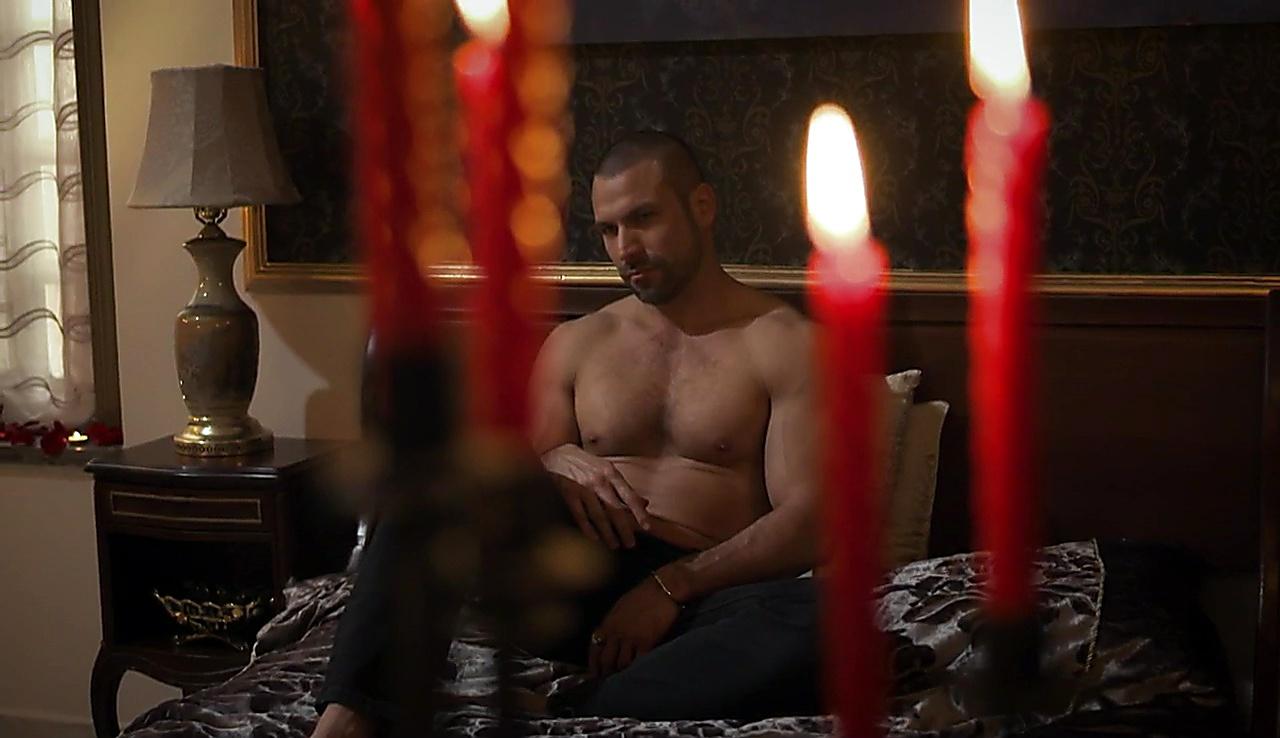 Rafael Amaya sexy shirtless scene October 18, 2017, 12pm