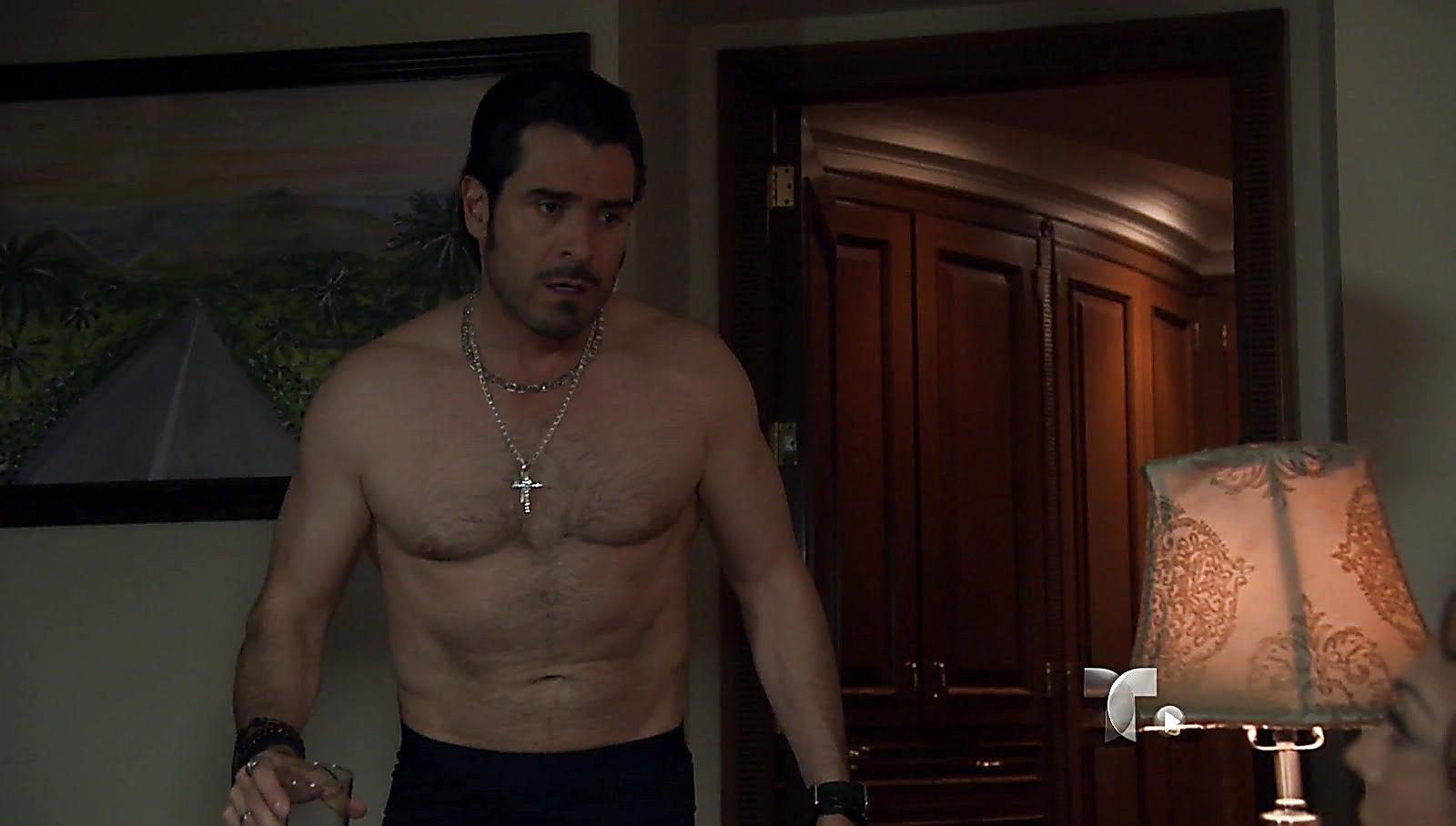 Rafael Novoa sexy shirtless scene August 24, 2017, 12pm