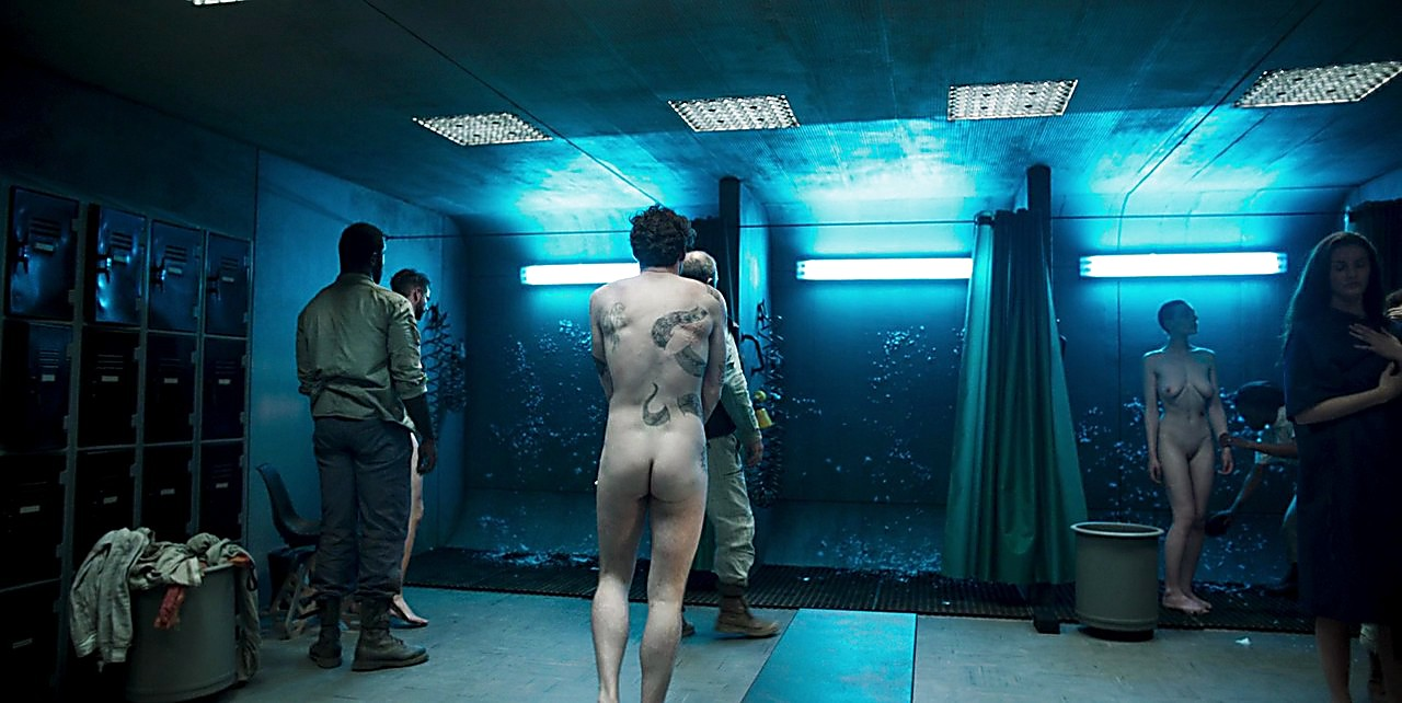 Richard Madden sexy shirtless scene March 20, 2017, 6am