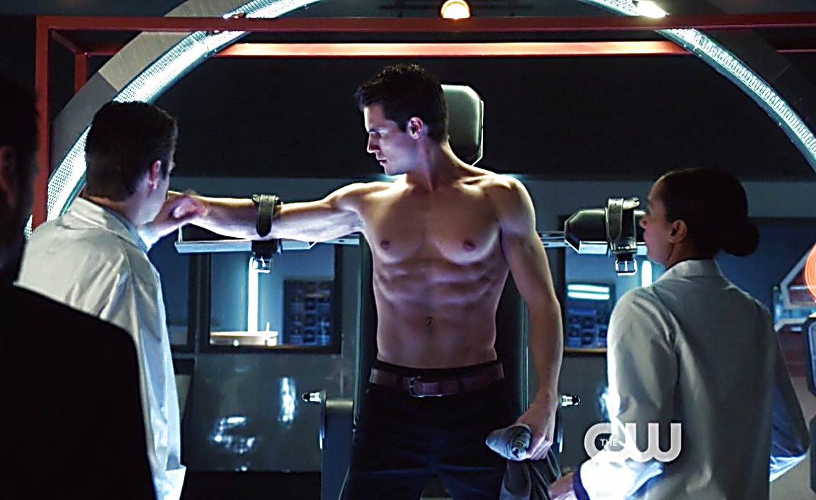 Robbie Amell sexy shirtless scene April 5, 2014, 9pm