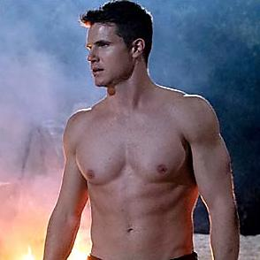 Robbie Amell latest sexy shirtless September 10, 2020, 5pm