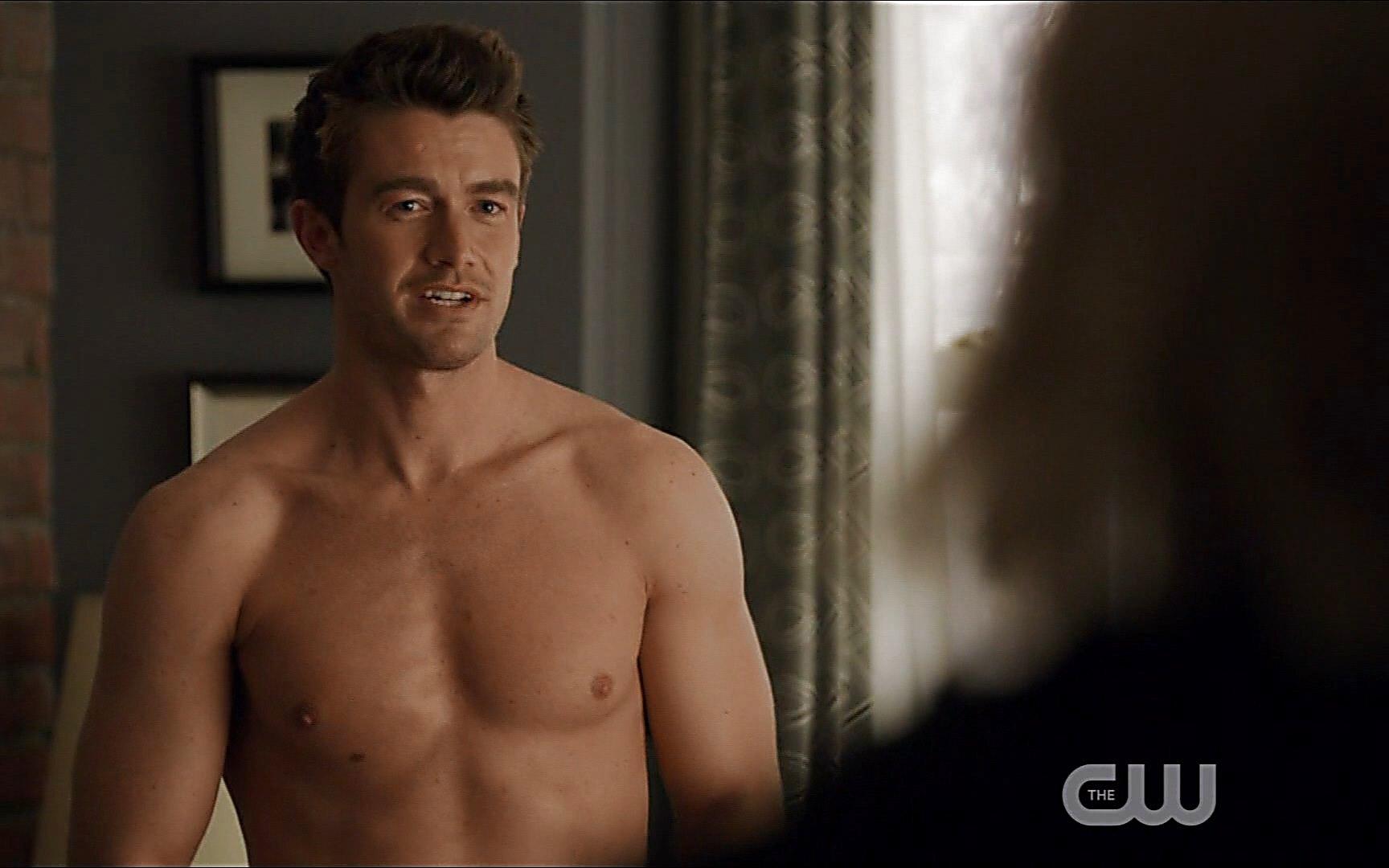 Robert Buckley sexy shirtless scene July 18, 2015, 1pm