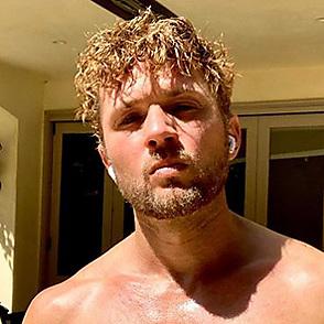 Ryan Phillippe latest sexy shirtless May 17, 2020, 3pm