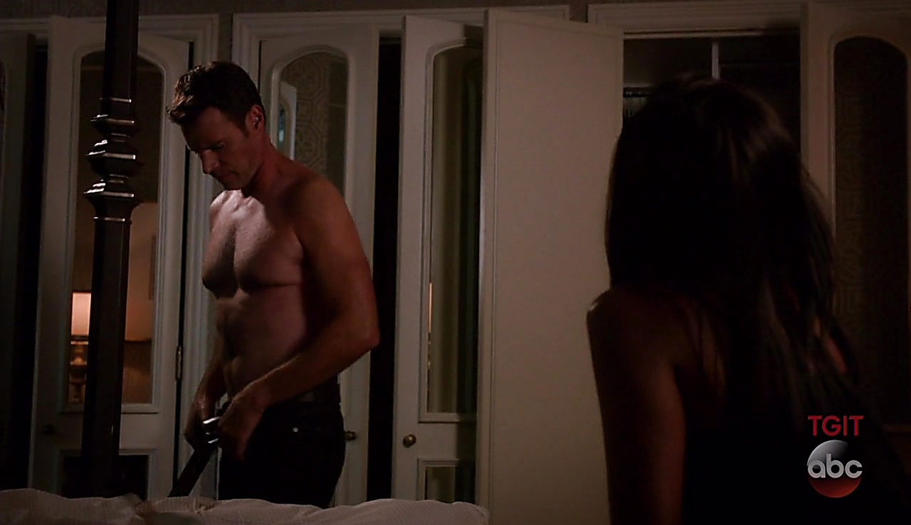 Scott Foley latest sexy shirtless scene October 6, 2017, 3pm