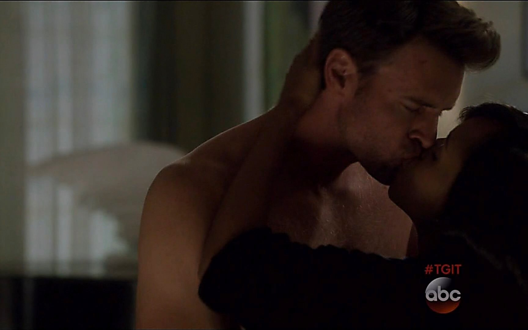 Scott Foley latest sexy shirtless scene January 3, 2015, 3am