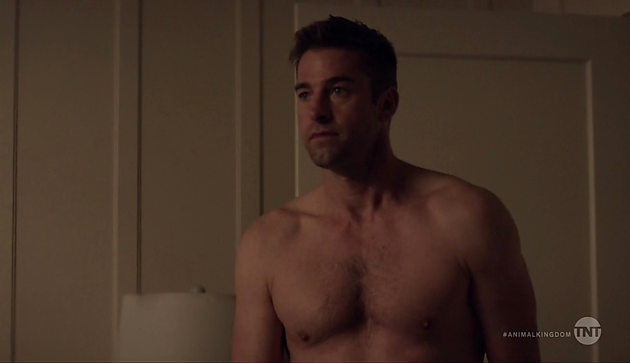 Scott Speedman sexy shirtless scene May 31, 2017, 5am