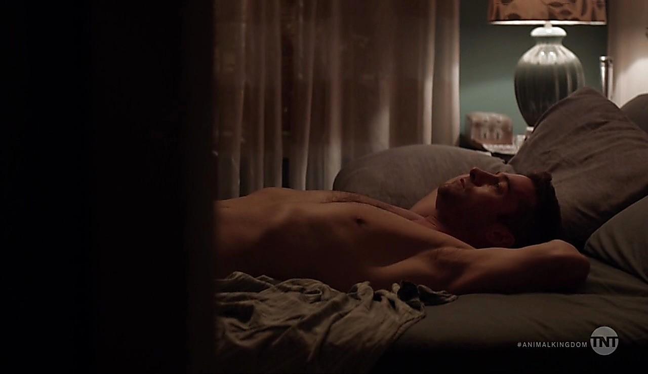 Scott Speedman latest sexy shirtless scene May 31, 2017, 5am