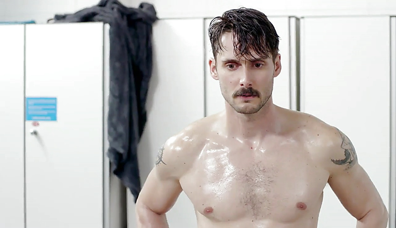 Sergio Mur sexy shirtless scene September 26, 2017, 1pm