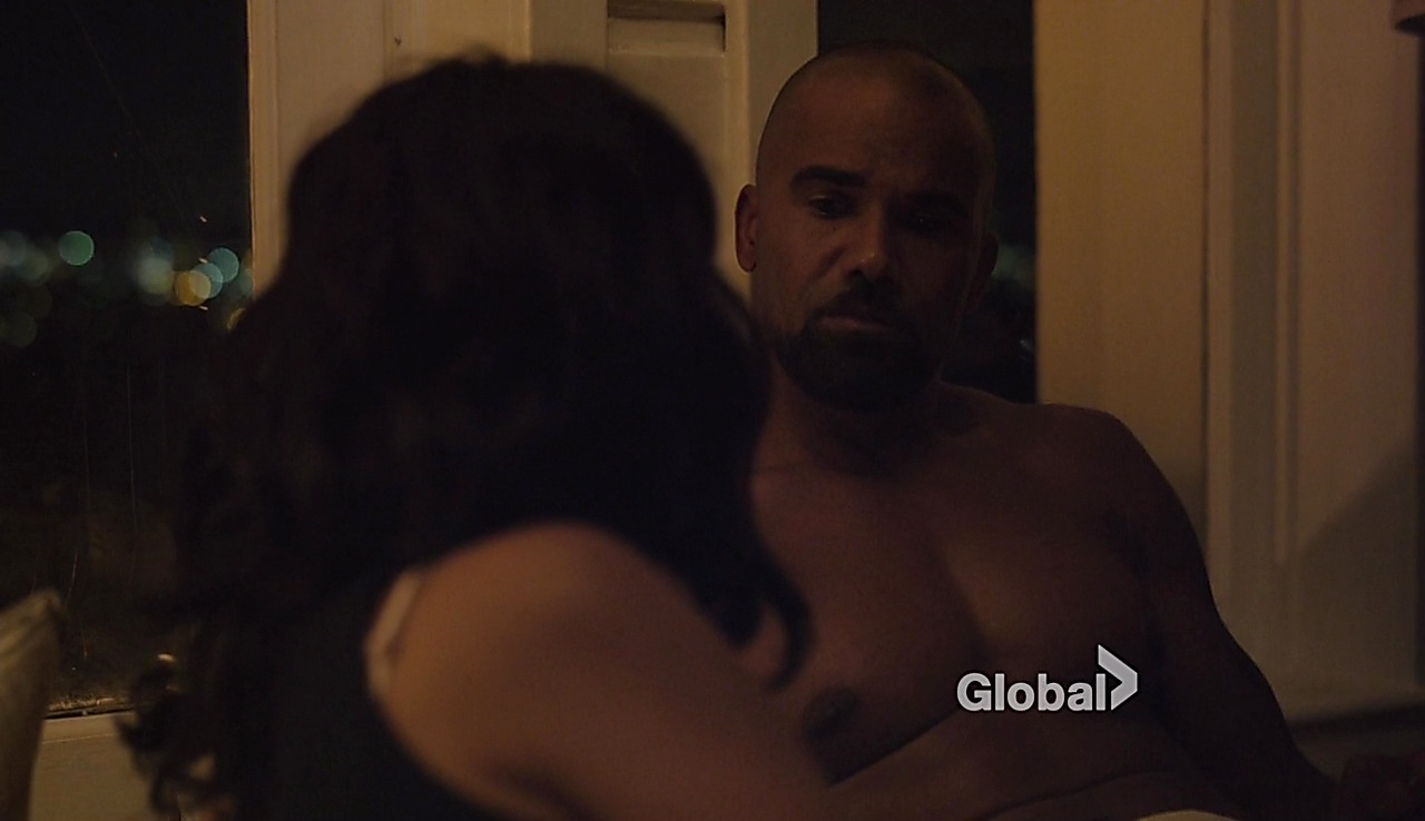 Shemar Moore sexy shirtless scene November 3, 2017, 3pm