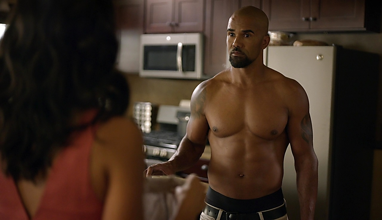 Shemar Moore sexy shirtless scene November 27, 2017, 3pm