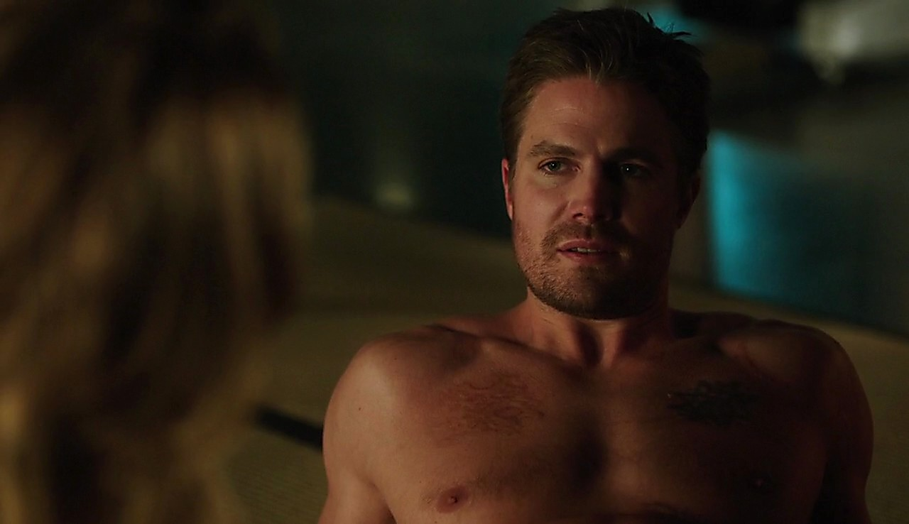 Stephen Amell sexy shirtless scene May 4, 2017, 1pm