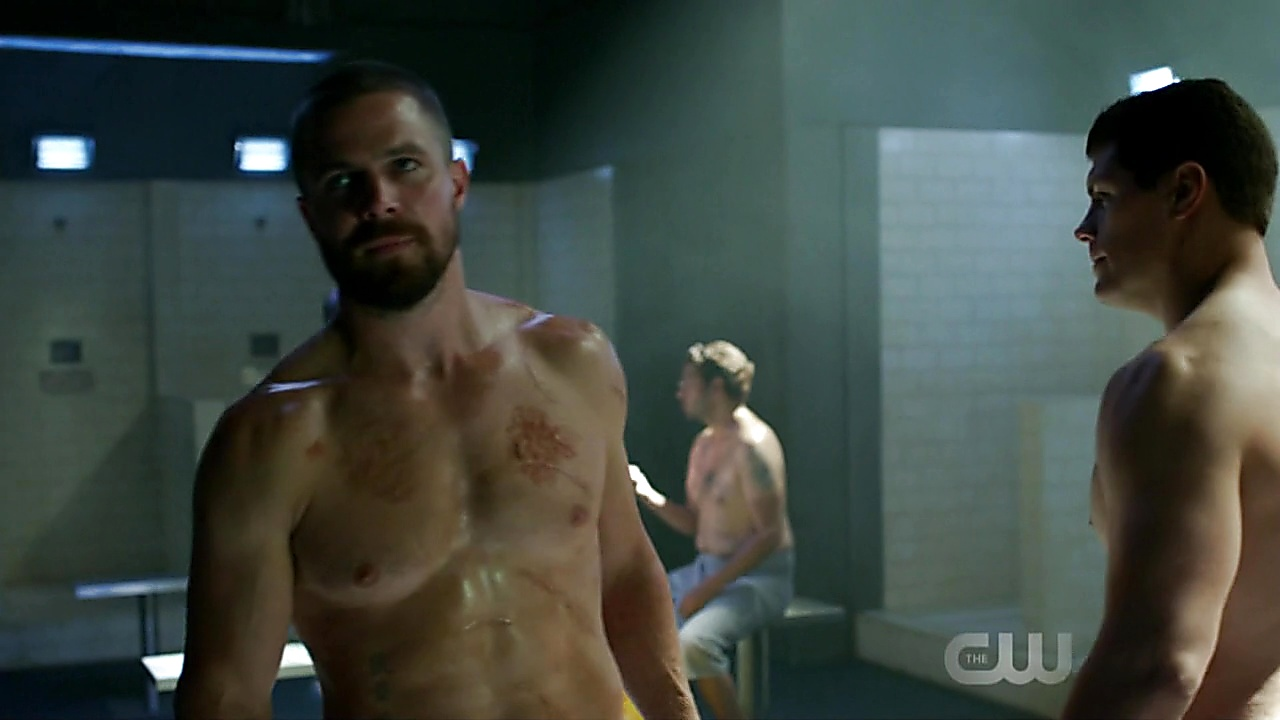 Stephen Amell sexy shirtless scene October 16, 2018, 10am