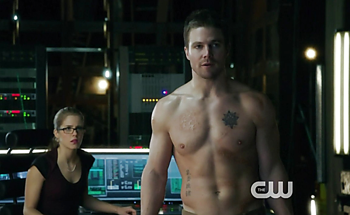 Stephen Amell sexy shirtless scene February 6, 2014, 1am