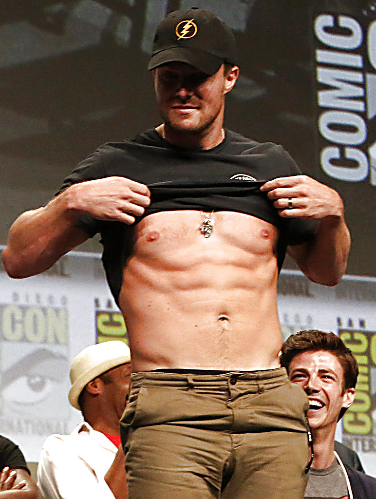 Stephen Amell sexy shirtless scene August 2, 2014, 5pm