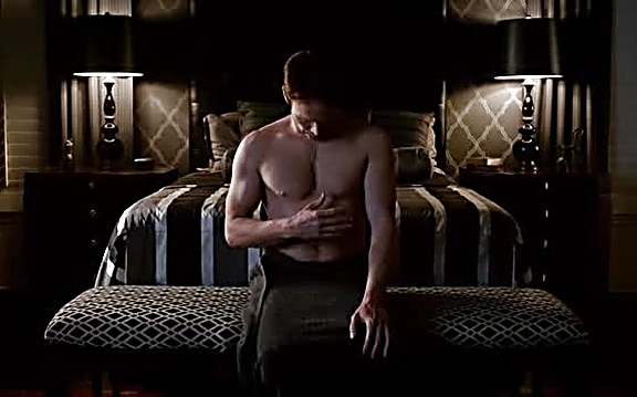 Stephen Moyer sexy shirtless scene August 4, 2014, 1pm