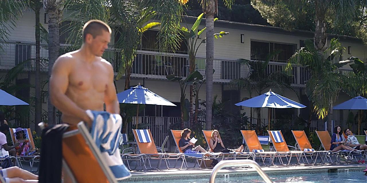 Steve Howey sexy shirtless scene May 4, 2019, 9am