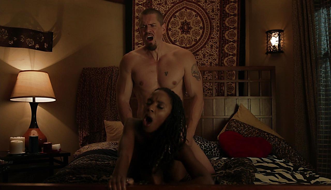 Steve Howey sexy shirtless scene December 19, 2017, 3pm