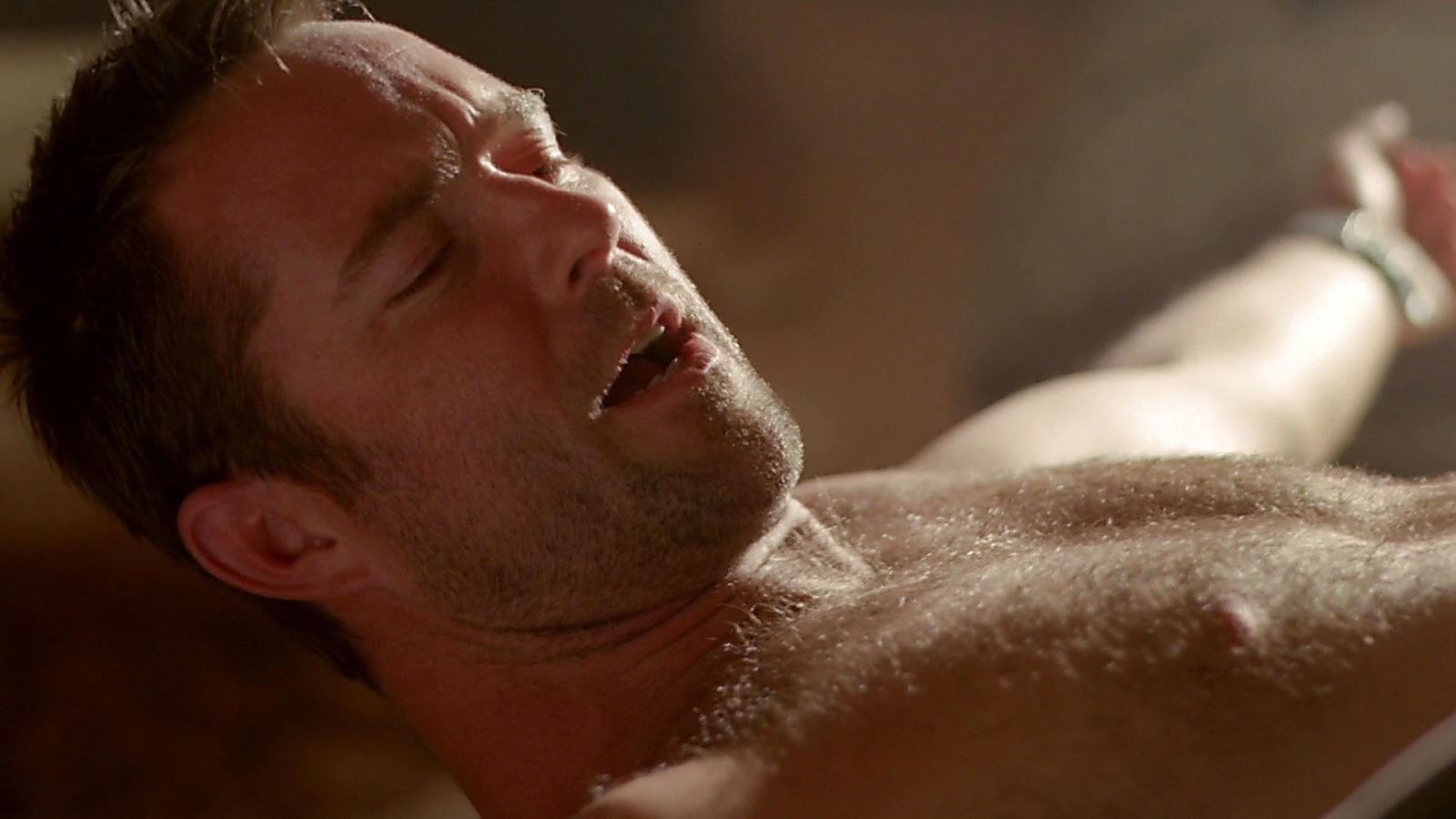 Sullivan Stapleton sexy shirtless scene March 1, 2020, 10am
