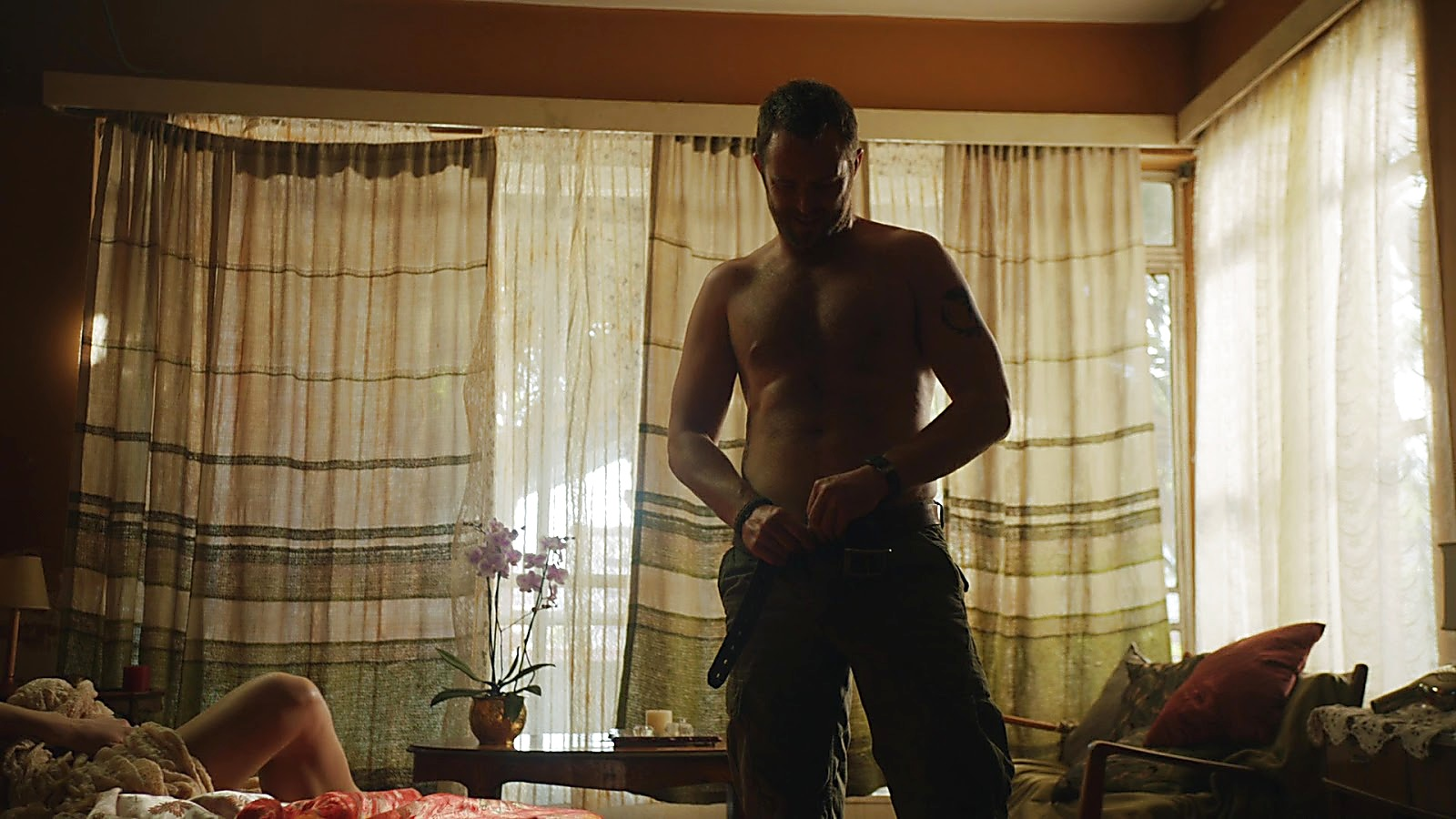 Sullivan Stapleton sexy shirtless scene March 31, 2020, 6am