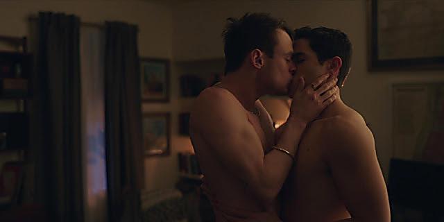 Thomas Doherty sexy shirtless scene July 29, 2021, 4am