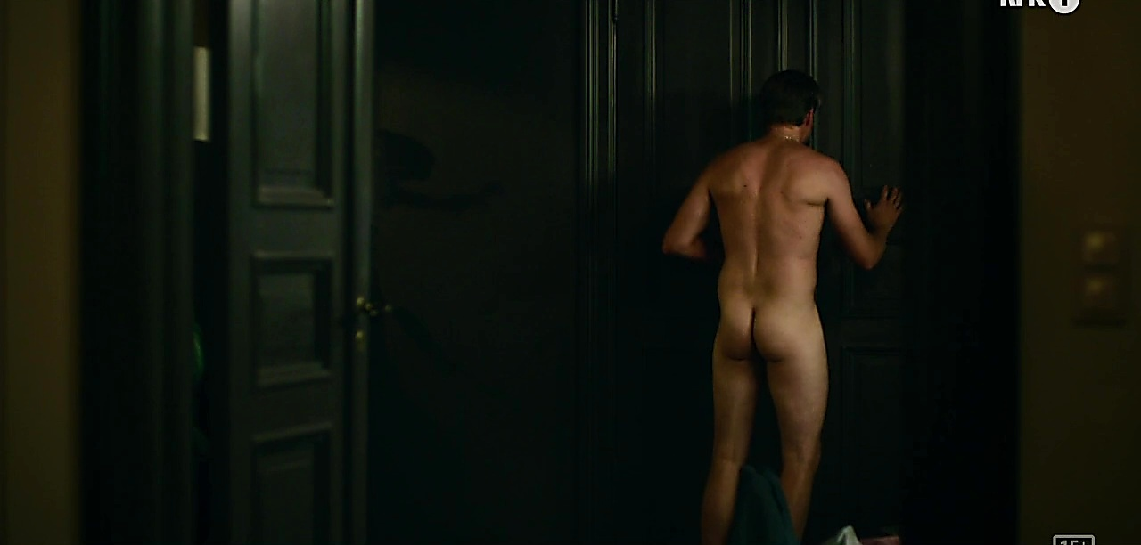 Tobias Santelmann sexy shirtless scene October 6, 2019, 12pm