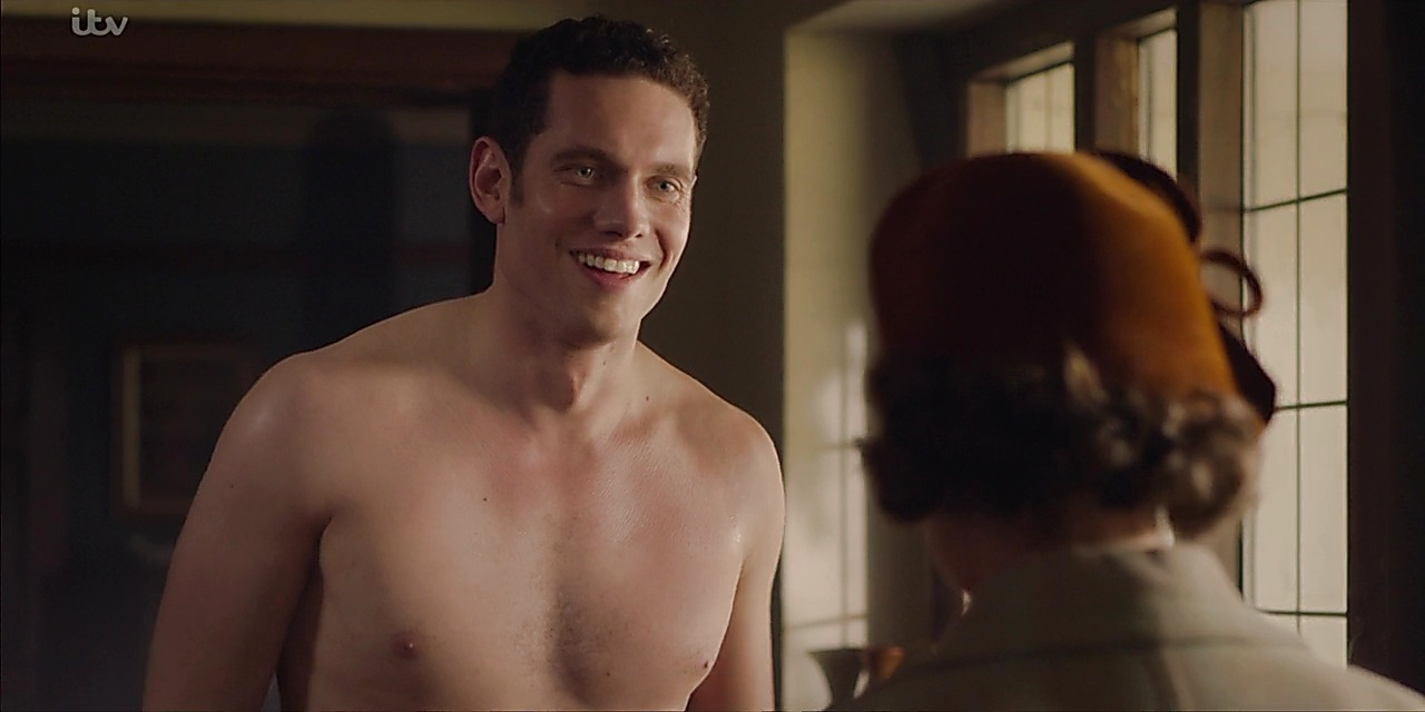 Tom Brittney sexy shirtless scene January 18, 2020, 7am
