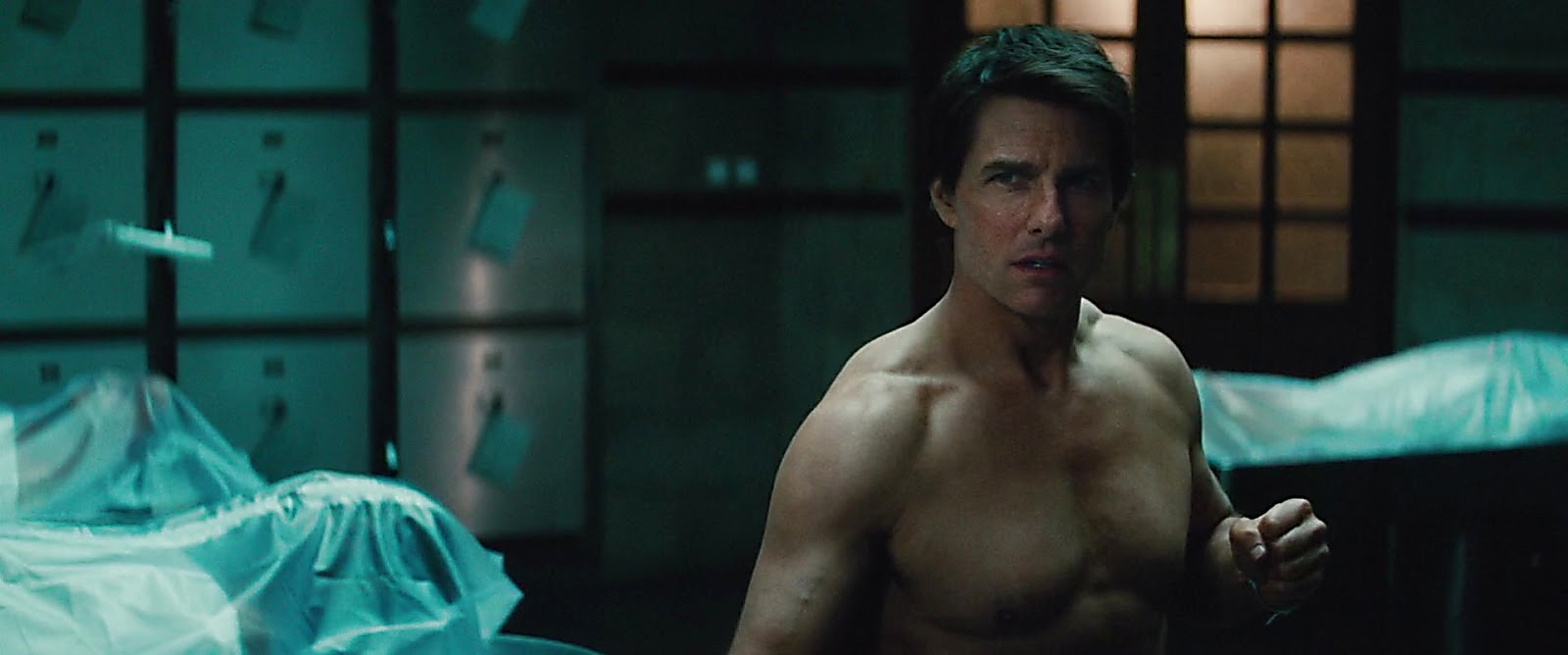 Tom Cruise latest sexy shirtless scene August 5, 2017, 11am