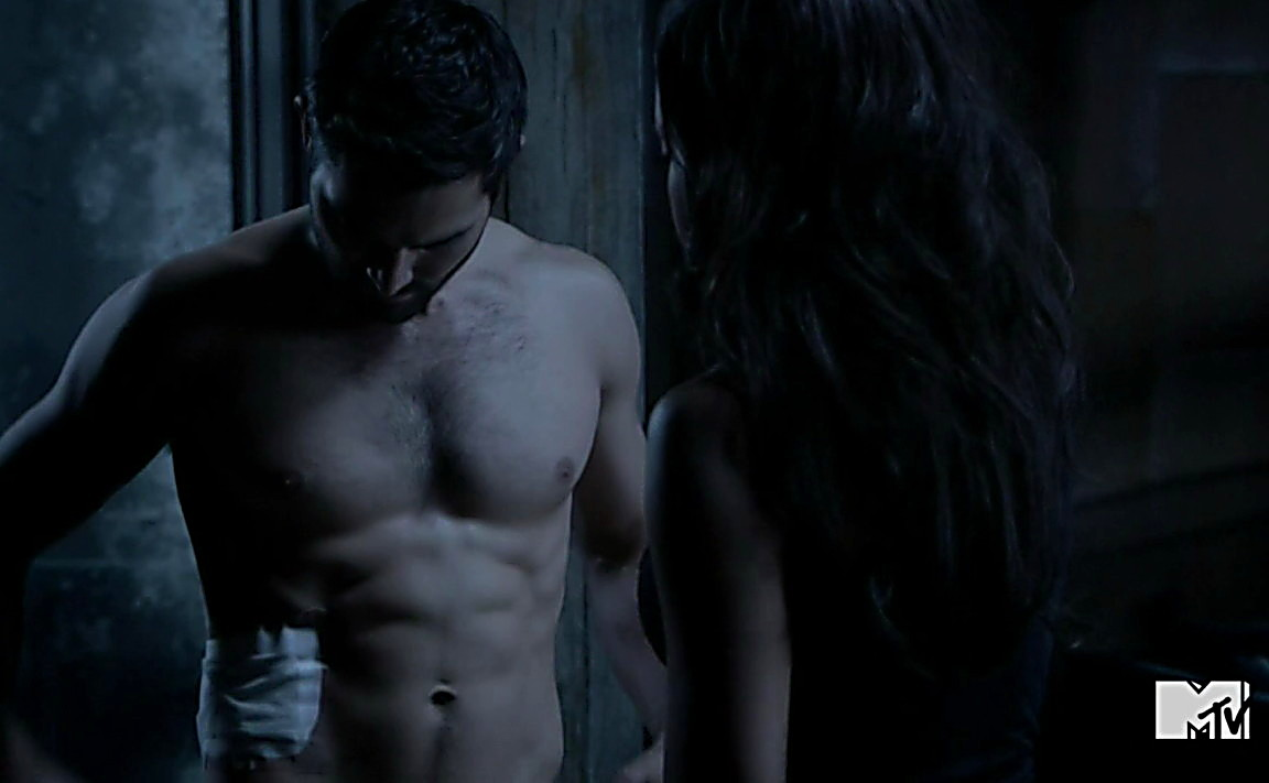 Tyler Hoechlin sexy shirtless scene August 12, 2014, 1am