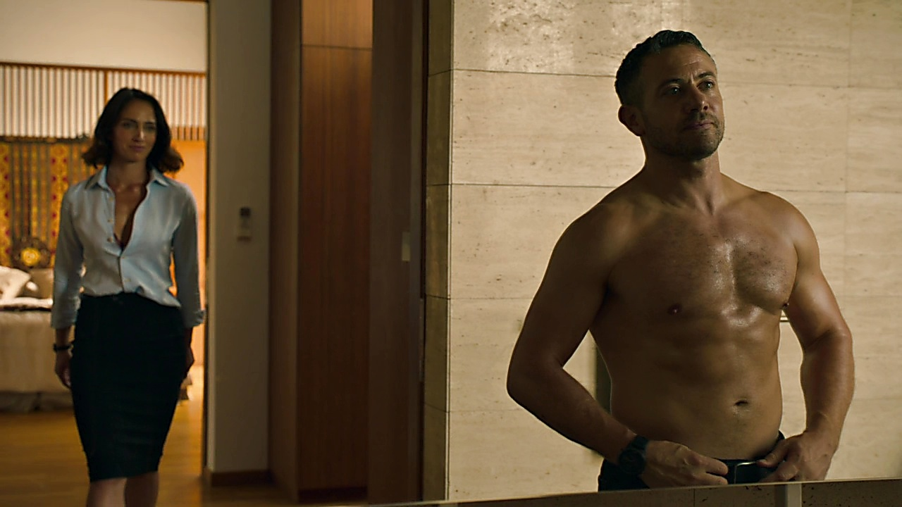 Warren Brown sexy shirtless scene March 16, 2019, 4pm