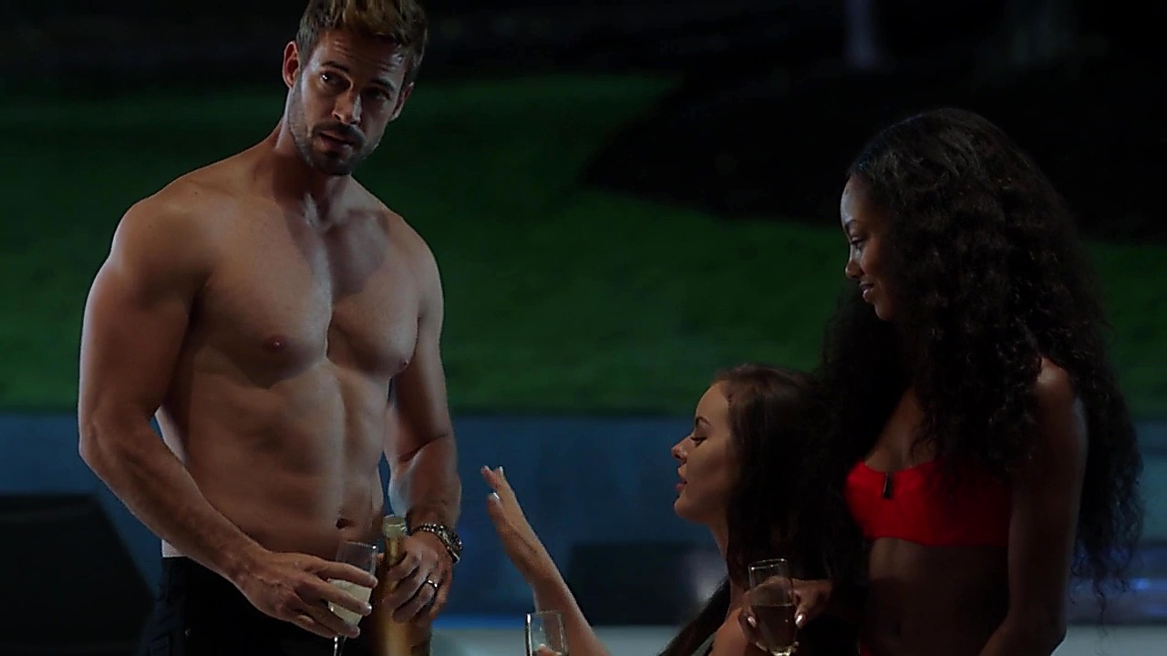William Levy sexy shirtless scene September 27, 2018, 1pm