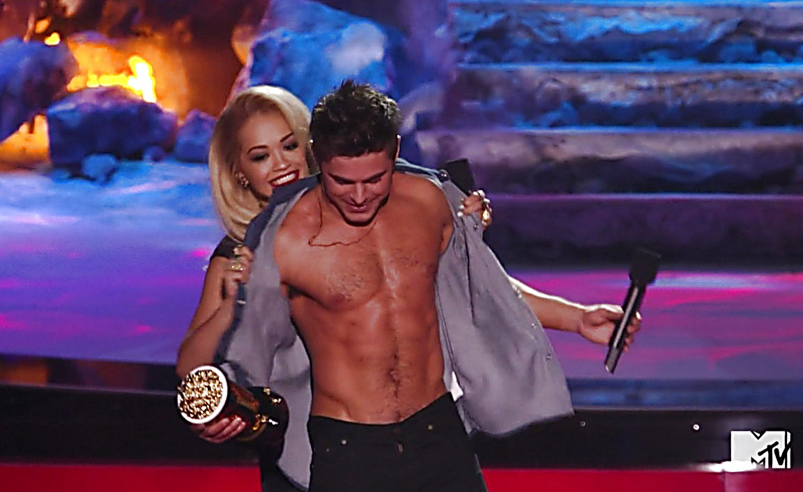 Zac Efron sexy shirtless scene April 14, 2014, 1am