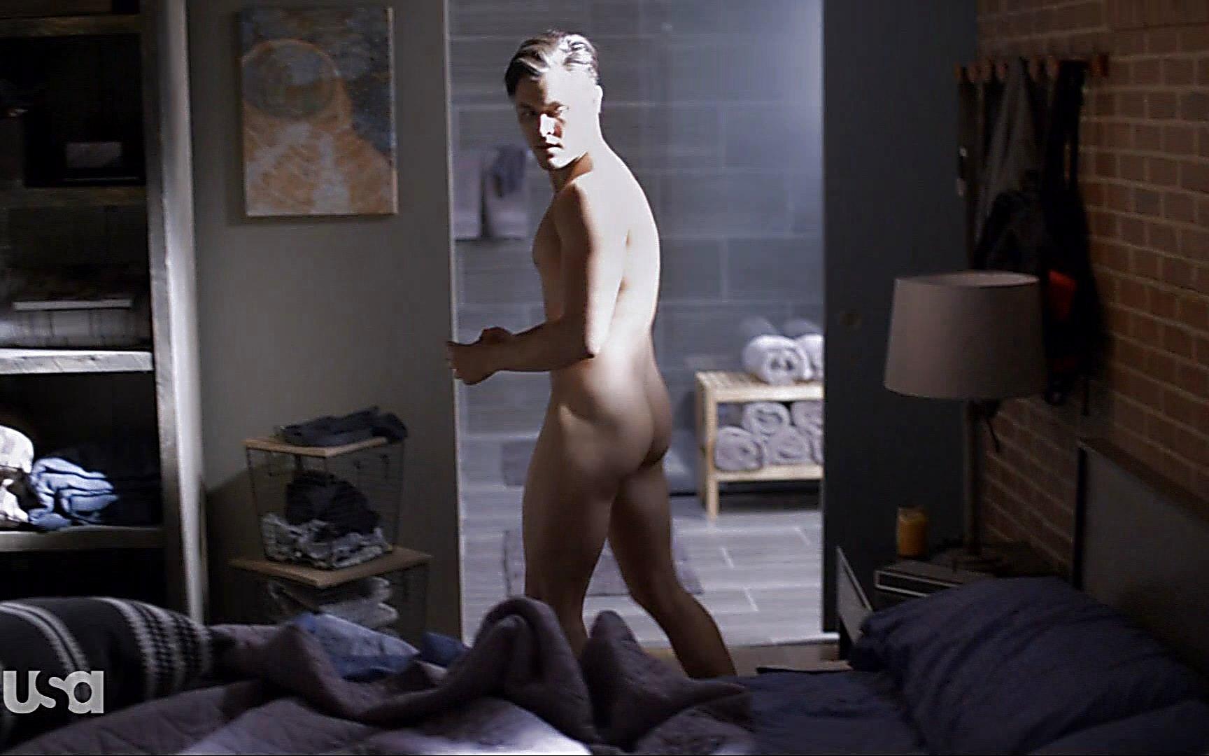 Matt Passmore sexy shirtless scene October 18, 2015, 6pm