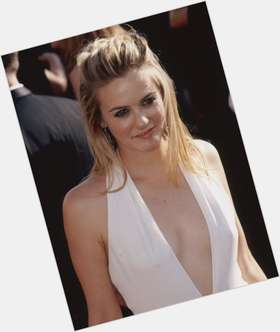 "<a href=""/hot-women/alicia-silverstone/is-she-vegan-pregnant-again-married-steven-tylers"">Alicia Silverstone</a> Average body,  light brown hair & hairstyles"