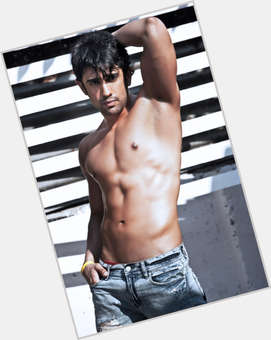 "<a href=""/hot-men/amit-sadh/is-he-married-punjabi-dating-where"">Amit Sadh</a> Slim body,  black hair & hairstyles"