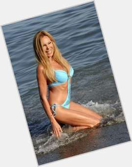 Ana Obregon blonde hair & hairstyles Voluptuous body,