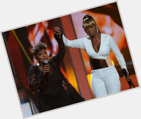 "<a href=""/hot-women/anita-baker/is-she-still-married-alive-divorce-dating-sick"">Anita Baker</a> Average body,  black hair & hairstyles"