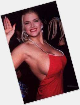 "<a href=""/hot-women/anna-nicole-smith/is-she-still-alive-son-buried-her-hell"">Anna Nicole Smith</a> Voluptuous body,  blonde hair & hairstyles"